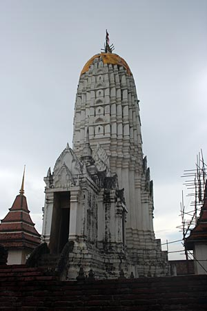 The prang in temple architecture : Difference between ...